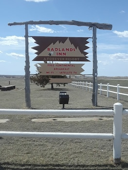 Badlands Inn photo