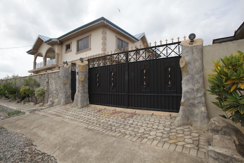 X-Class Guesthouse by BWHospitality, Cape Coast