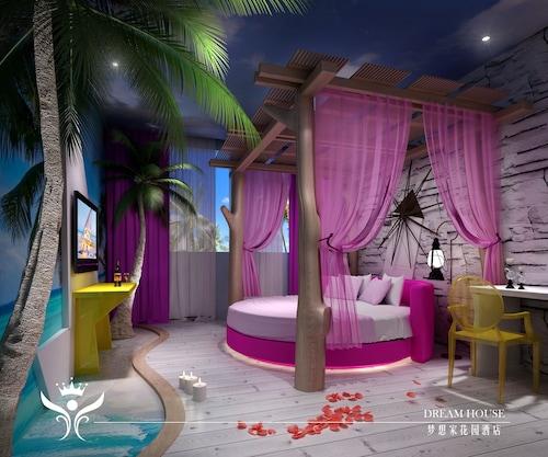 . Dreamhouse Theme Hotel