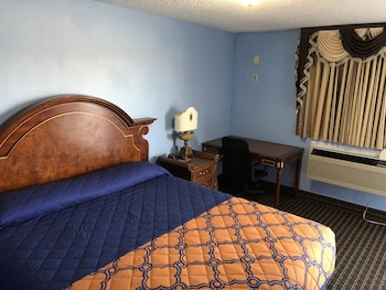 Guestroom at A Fisher's Inn Motel in Las Vegas