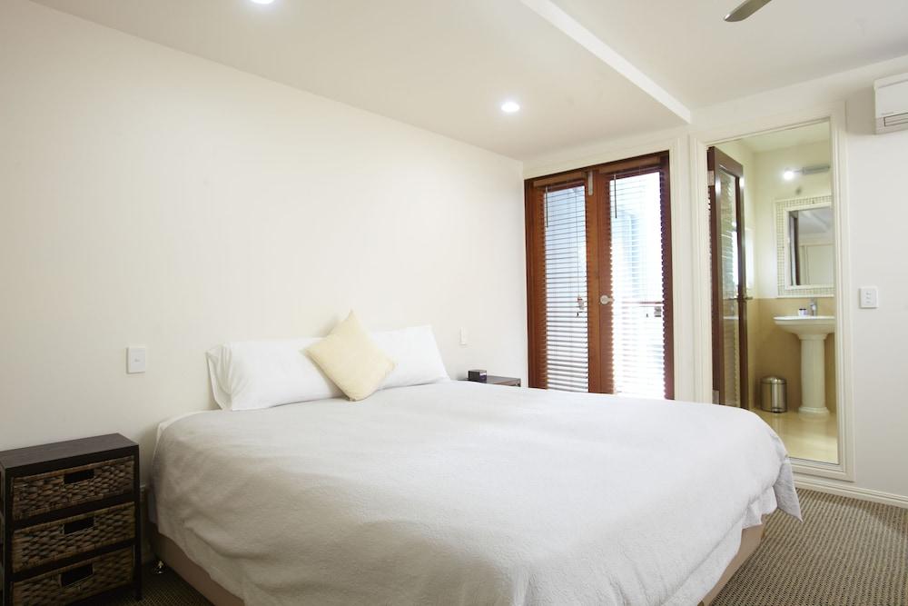 https://i.travelapi.com/hotels/24000000/23250000/23243800/23243796/cb2ce42a_z.jpg