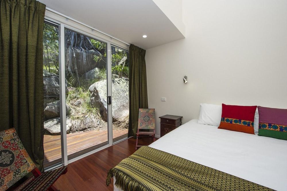https://i.travelapi.com/hotels/24000000/23250000/23243900/23243828/fb9f00b7_z.jpg