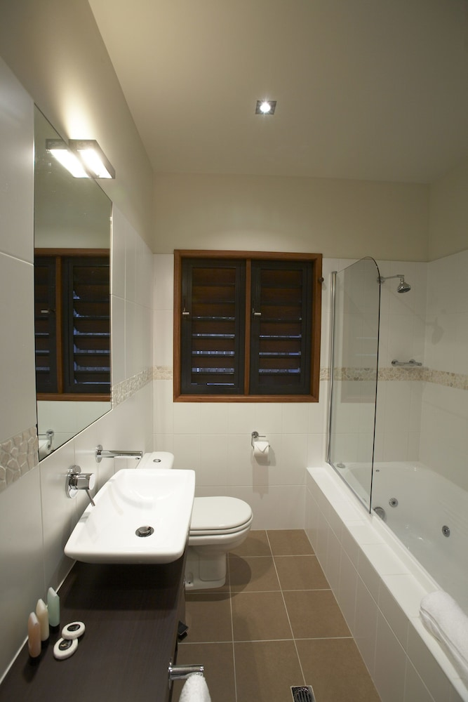 https://i.travelapi.com/hotels/24000000/23250000/23244000/23243910/30a08431_z.jpg