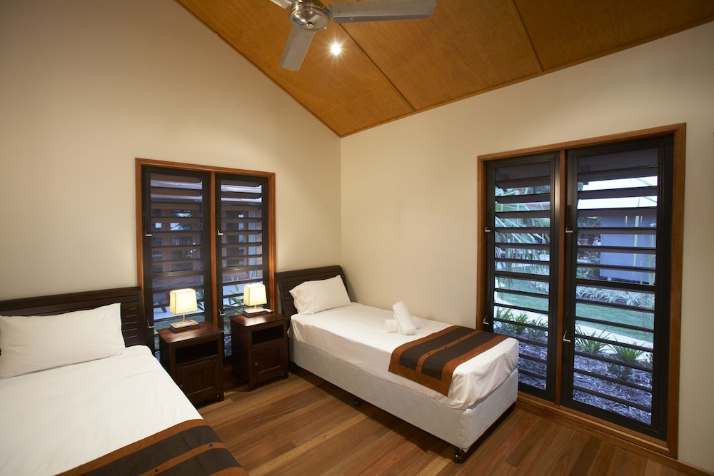 https://i.travelapi.com/hotels/24000000/23250000/23244300/23244259/0ddd420b_z.jpg