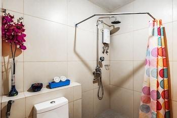 CEDAR PEAK CONDO NEAR SESSION ROAD Bathroom