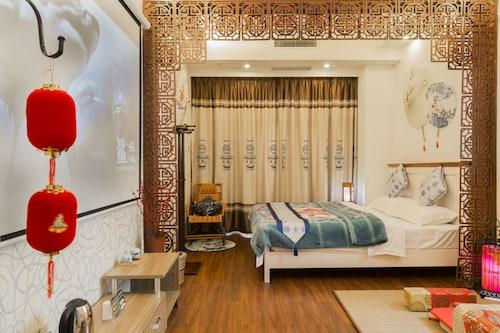 . Chengdu Azure Apartment