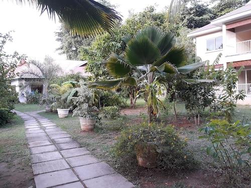 Villa Rafia Guesthouse,