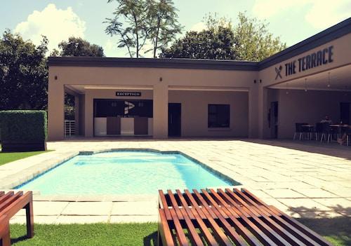 Palm Swift Luxury Accommodation, Bojanala