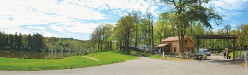 Bungalow With 2 Bedrooms in Rochechouart, With Wonderful Lake View, Po, Haute-Vienne