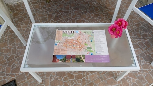 House With 2 Bedrooms in Noto, With Wonderful sea View, Furnished Terr, Syracuse