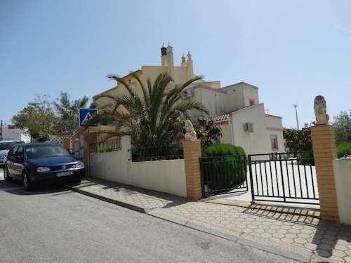 House With 3 Bedrooms in Parchal, With Wonderful sea View, Enclosed Ga, Lagoa