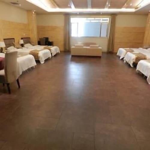 Yichun Hongdu Hotel, Yichun