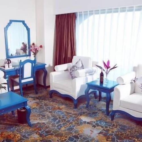 Bihai Hotel, Liangshan Yi