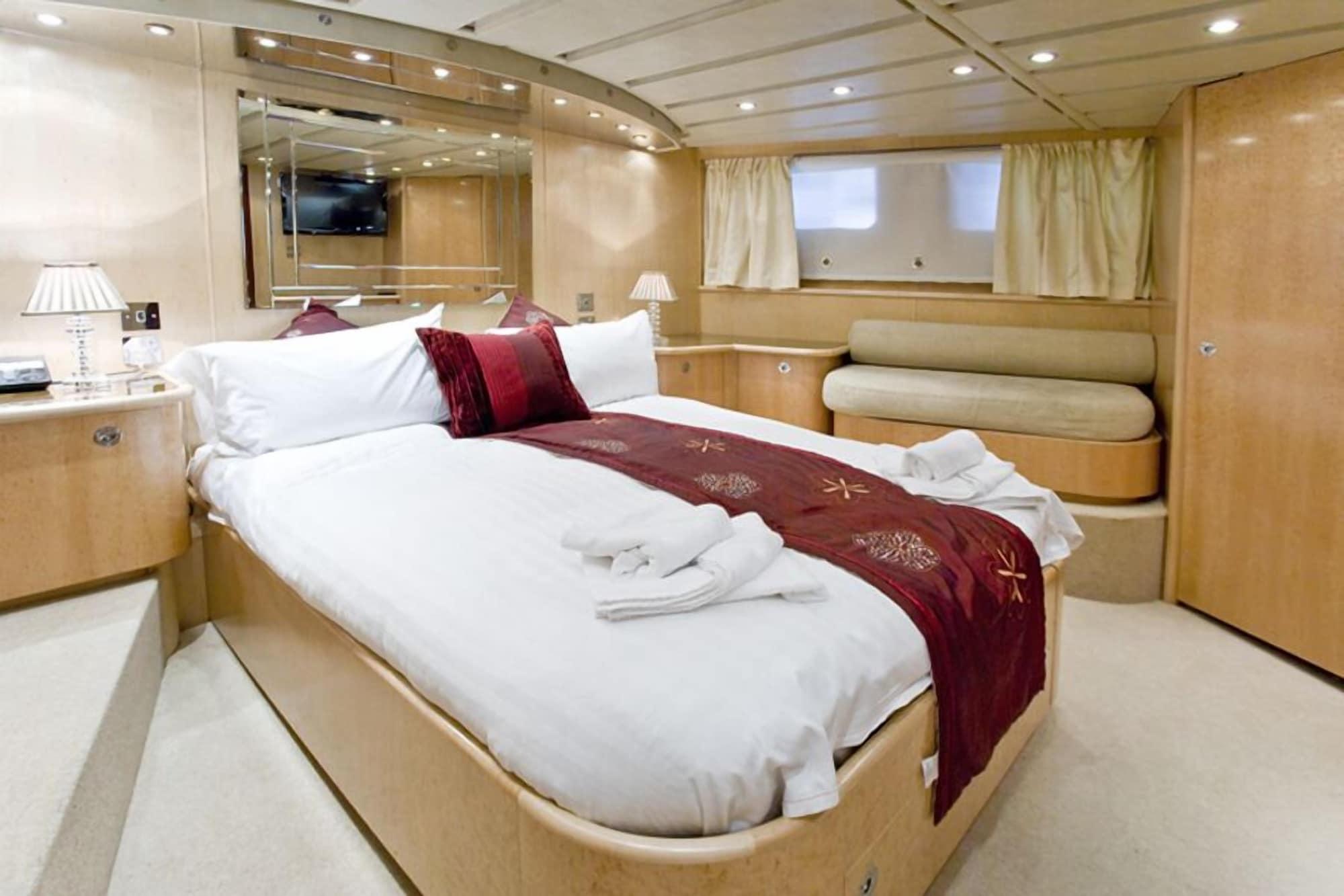 Absolute Pleasure Yacht, London