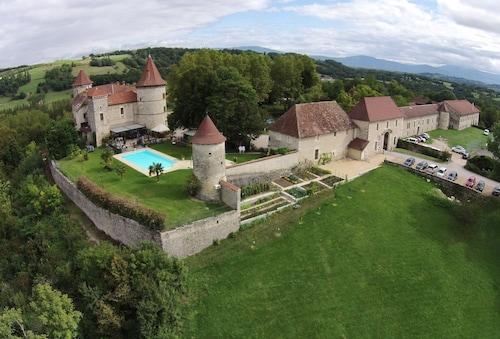 . Château Chapeau Cornu