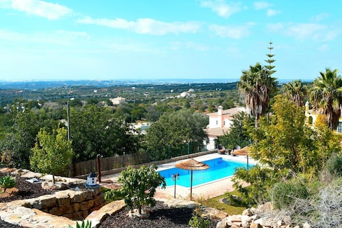 Studio in Estói, With Wonderful sea View, Pool Access, Enclosed Garden, Faro