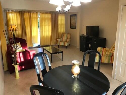 Rowans Park - Luxury Apartment,