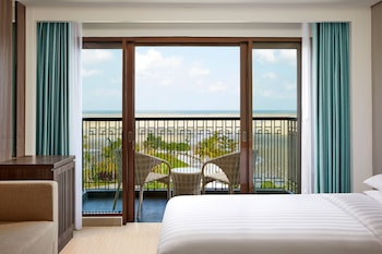 Deluxe Room, 1 King Bed, Terrace, Pool View