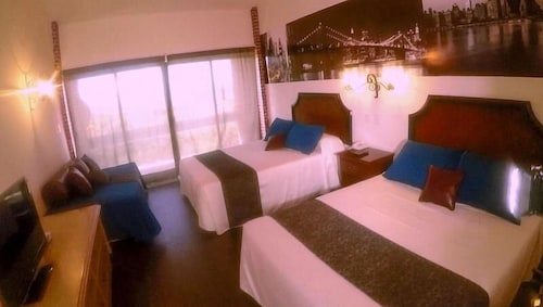 Kaluyo Resort Gran Hotel, Esteban Arce