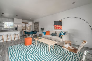 Lovely 2BR With Pool and Grill by WanderJaunt