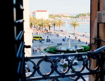 Premium Tek Büyük Veya İki Ayrı Yataklı Oda, Balkon, Kısmi Deniz Manzaralı
