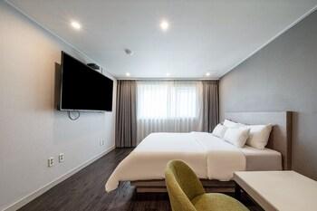 Premier Tek Büyük Yataklı Oda, Sigara İçilebilir (b)