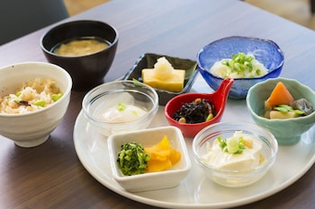 HOTEL VISTA HIROSHIMA Food and Drink