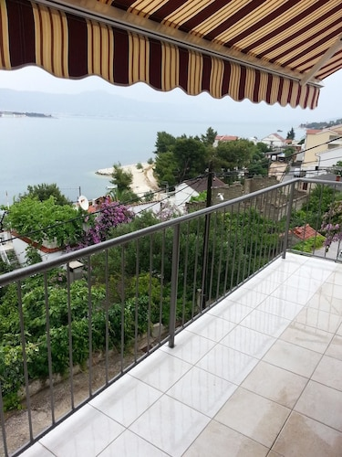 Apartment With 2 Bedrooms in Mastrinka, With Wonderful sea View, Furni, Trogir