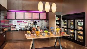 Breakfast Area at Aloft Dallas Arlington Entertainment District in Arlington