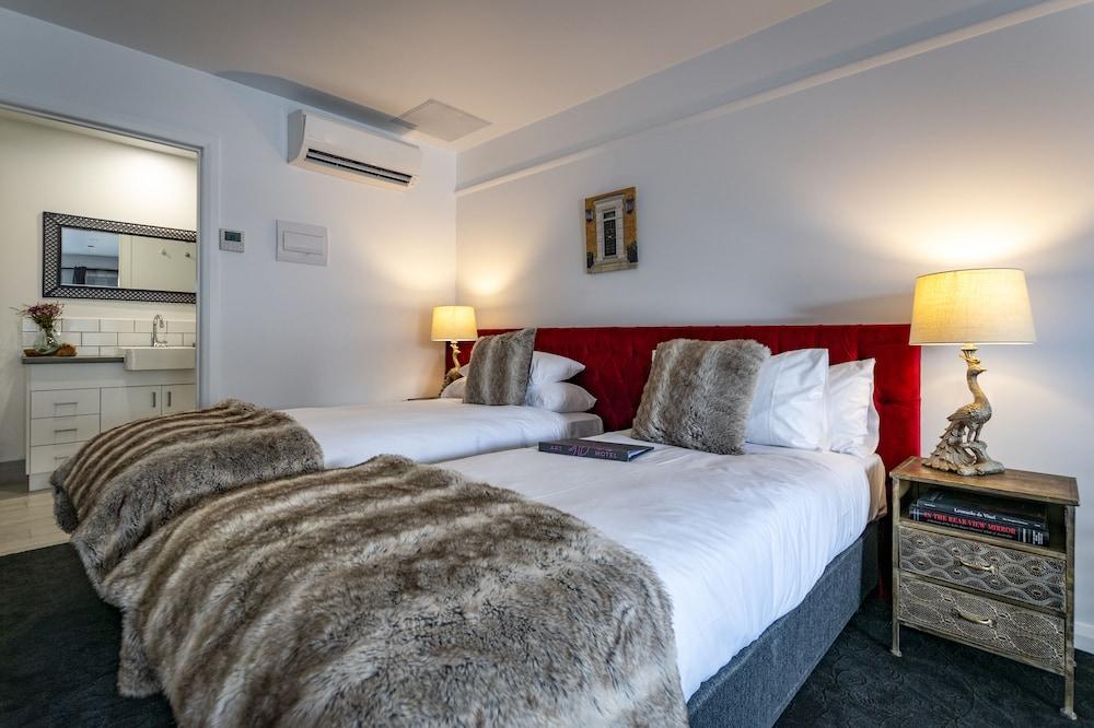 https://i.travelapi.com/hotels/24000000/23390000/23381600/23381563/4f50e199_z.jpg