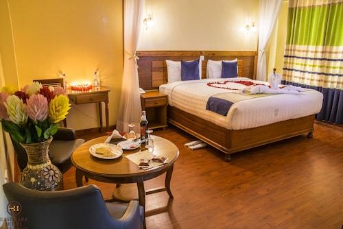 __{offers.Best_flights}__ Eastmark Hotel