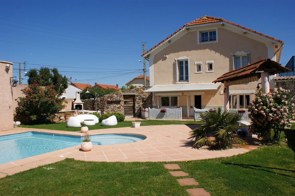 House With one Bedroom in Agde, With Pool Access, Enclosed Garden and Wifi - 4 km From the Beach