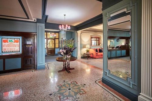 . Green Dragon Hotel