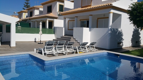Villa Linda Monica by Algarkasa, Albufeira