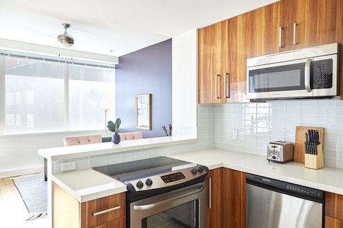 Playful 1BR in C.B.D by Sonder, Orleans