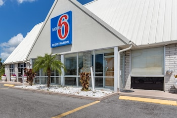 Hotel - Studio 6 Englewood, FL