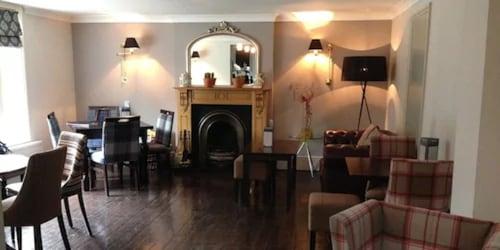 __{offers.Best_flights}__ Slepe Hall Hotel