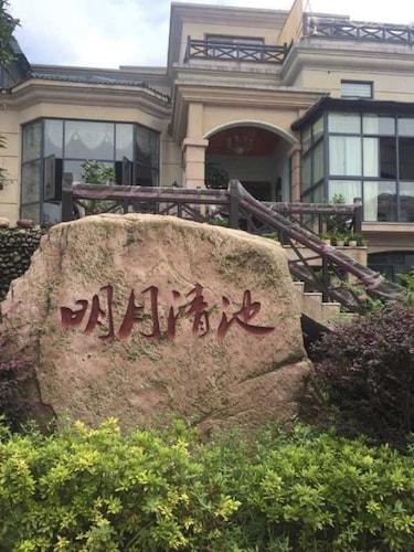 Mingyue Qingchi Hot Spring Hotel, Zhangjiajie