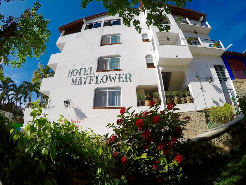 Mayflower Hotel & Hostal