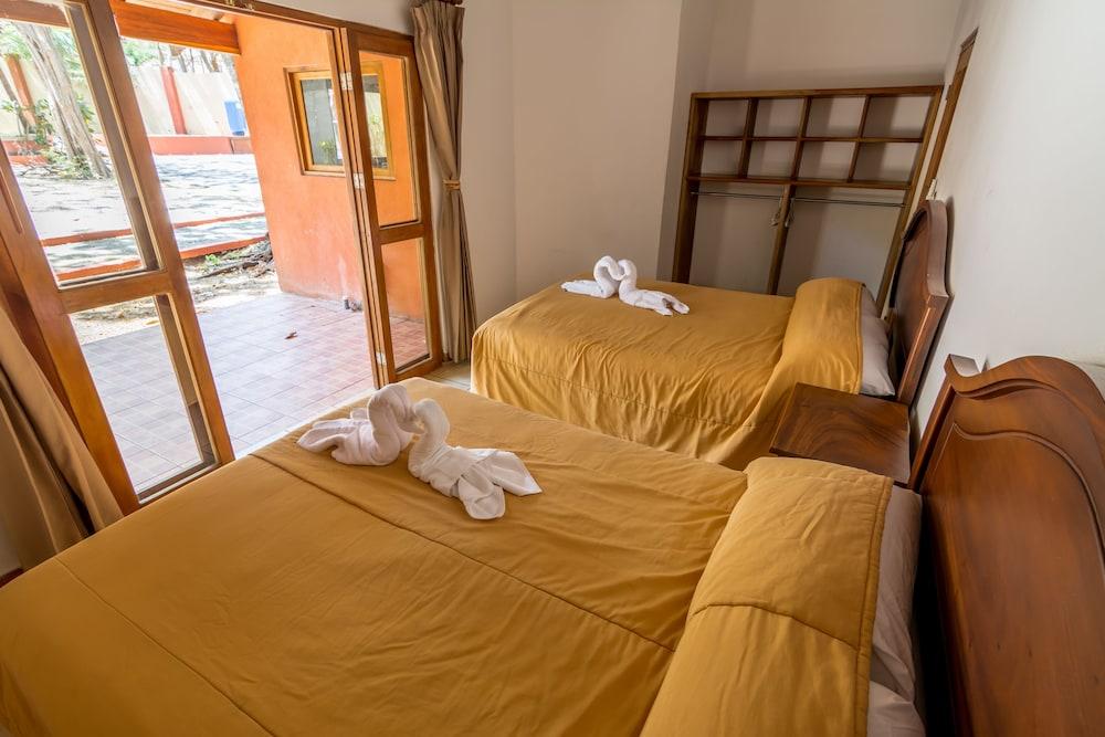https://i.travelapi.com/hotels/24000000/23470000/23465500/23465499/e701e47d_z.jpg