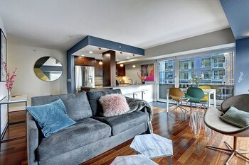 Newmark Tower Seattle Escape Suite - Two Bedroom Apartment with  photo