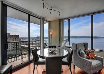 Harbor Steps Sound View Suite - Two Bedroom Apartment with Balco photo