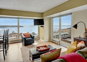 Newmark Tower Soundview Suite - Two Bedroom Apartment with Balco photo