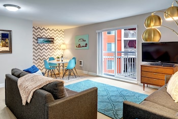 Fountain Court Cascade Retreat - Two Bedroom Apartment photo