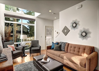 Fremont Jet City - Three Bedroom Townhome with Balcony photo