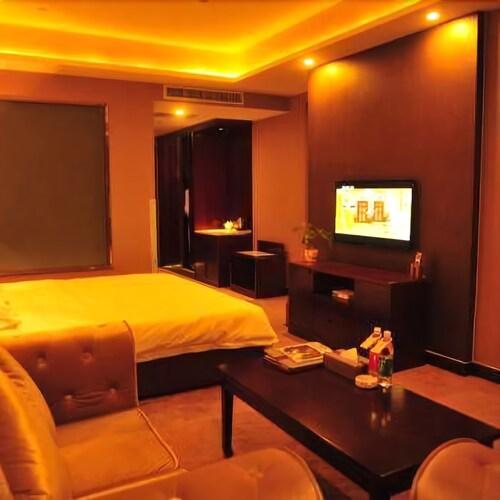 Royal Metropolitan Hotel, Aksu
