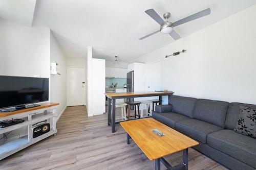 Flynns Beach Apartments 4, 41 Pacific Drive, Port Macquarie-Hastings - Pt A
