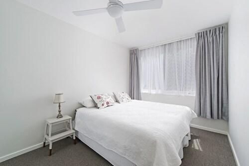 Flynns Beach Apartments 4, 41 Pacific Drive, Port Macquarie-Hastings - Pt A