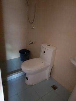 UNIT 6  4BR WANAY APARTMENT Bathroom