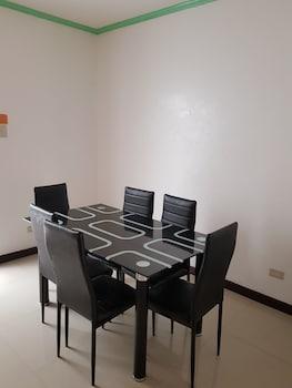 UNIT 8 4BR ZARA MYSHKA APARTELLE In-Room Dining